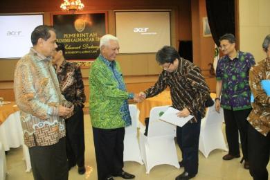 Gubernur Kaltim Dr H Awang Faroek Ishak & CDE Aviation